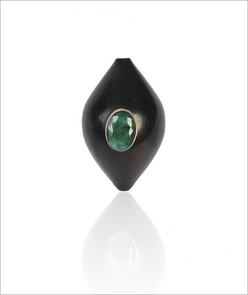 Ring Ebony Wood with Emerald